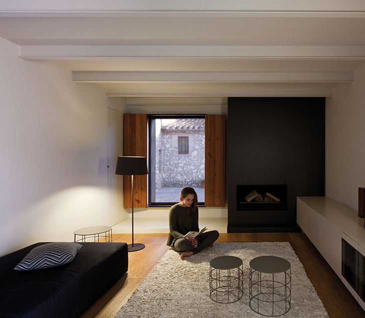 WARM_Floor_Lamp_Ramos_and_Bassols_VIBIA