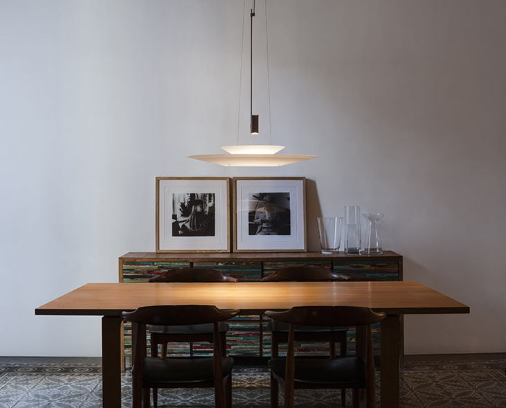Dining area with Flamingo pendant by Antoni Arola for Vibia