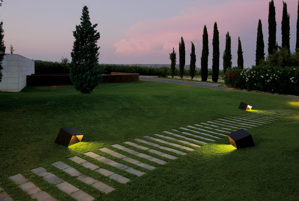 Vibia - Stories - Garden Path Lighting - Break